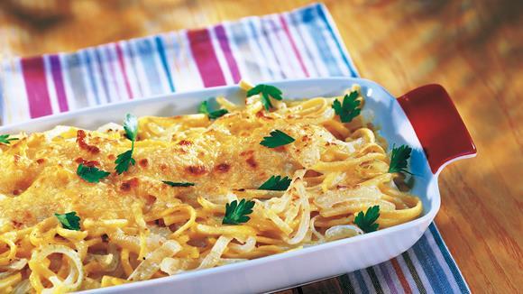 Spätzle mit Tomaten und Käse überbacken