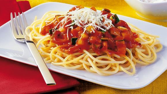Spaghetti mit Karotten-Zucchini-Zeller-Sugo