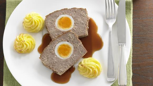 Stefaniebraten aus Faschiertem, Eiern, Essiggurkerln und Frankfurter Würstel Rezept