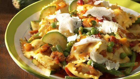 Ravioli mit Gemüsesauce