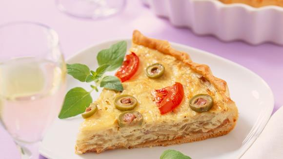 Gebackene Gemüse-Käsetorte mit Zucchini und Paprika