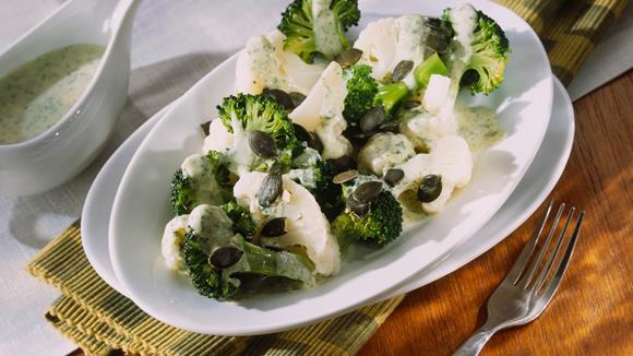 Gekochter Karfiol und Broccoli mit Butterbröseln und Ei Rezept