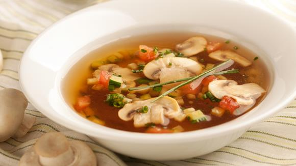Gemüsesuppe mit Champignons, Tomaten und Zucchini Rezept