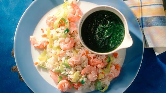 Reissalat mit Shrimps und Avocado