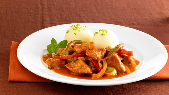 Pikant-feuriges Hühnerragout mit Paprika und Schnittlauch Rezept