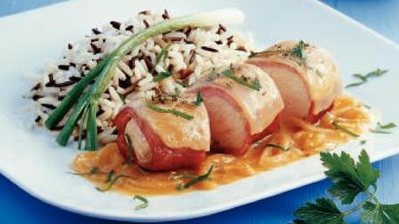 Gratinierte Hühnerfilets mit Rahm-Zwiebelsauce Rezept