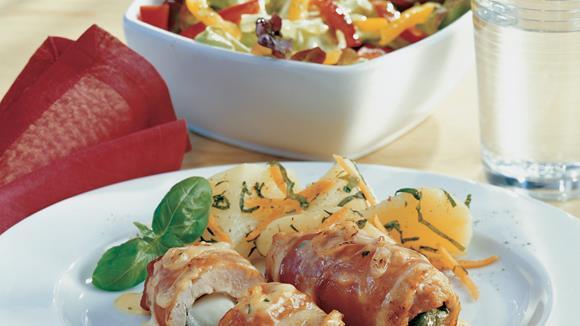 Italienische Putenschnitzel mit Zwiebel-Käse-Sauce überbacken