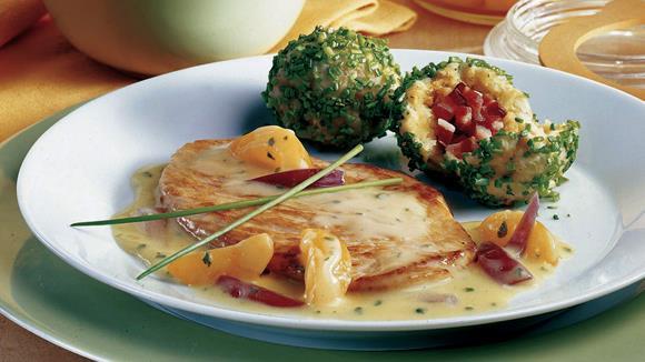 Wachauer Riesling-Schnitzel mit Marillen-Cremesauce