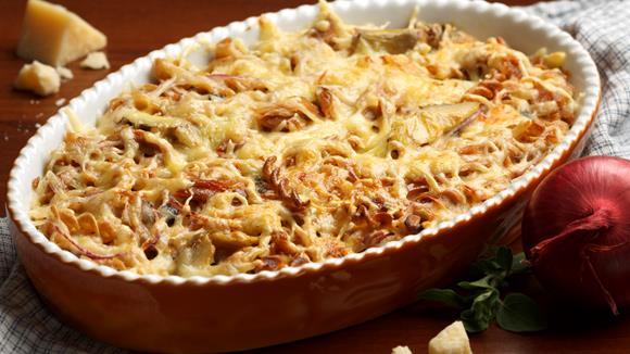 Thunfisch-Pasta-Gratin mit Rucola und Oliven
