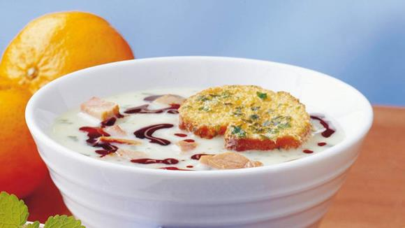 Steirische Knoblauchsuppe mit gebackenen Weißbrotschnitten Rezept