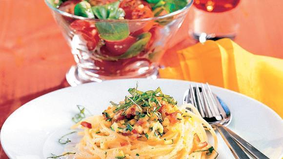 Spaghettinester mit Paprika-Zucchinigemüse Rezept