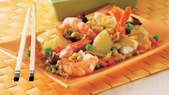 Gebratene Nudeln mit Hühnerstreifen & Shrimps Rezept