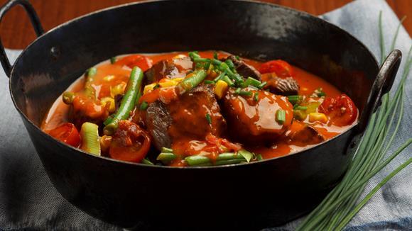 Bunter Eintopf mit Rindfleisch und Gemüse Rezept