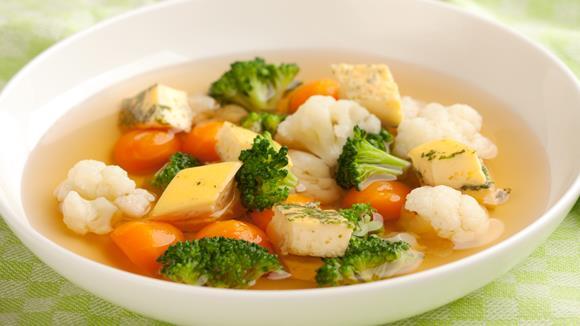 Rindsuppe mit Gemüse und Eierstich Rezept
