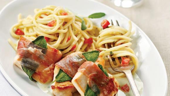 Saltimbocca von der Hühnerbrust mit Tomaten-Spaghetti Rezept