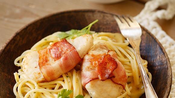 Welsfilet im Speckmantel mit Schwammerln und Spaghetti Rezept