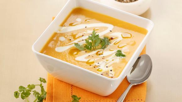 Ingwer-Karotten-Schaumsuppe mit frischem Kerbel
