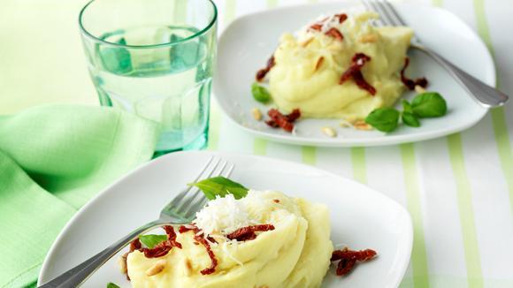 """Stocki """"Mediterran"""" mit getrockneten Tomaten, Parmesan und Pinienkernen"""