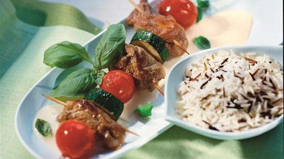 Rouladenspiesse mit Schweineschnitzel, Zuchetti und Tomaten