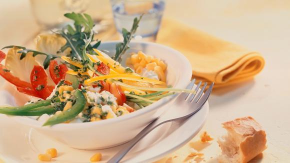 Peperoni-Mais-Salat mit Frischkäse