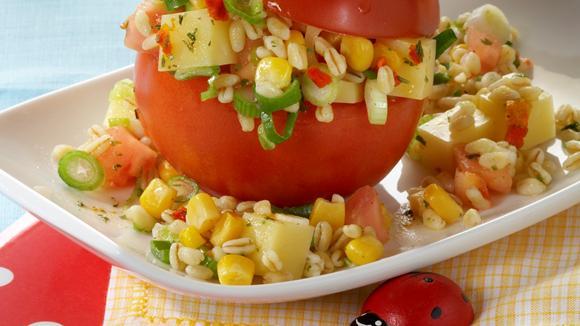 Zartweizen-Salat in der Tomate