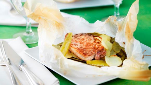 Schweinesteak-Päckli mit Kartoffeln und Kefen