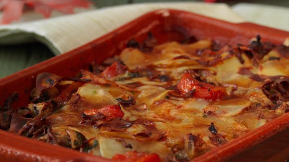 Jäger-Moussaka mit Rinderhack, Aubergine, Champignons, Tomaten und Kartoffeln