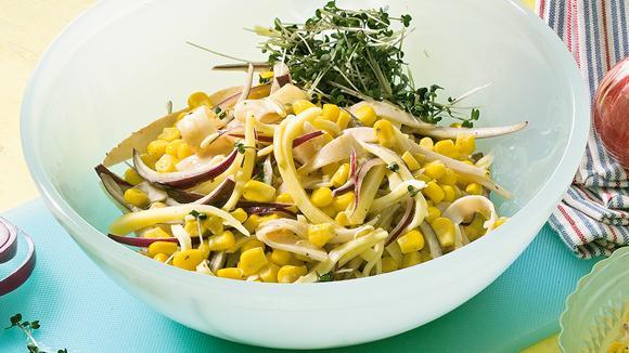 Maissalat mit Pouletbrust und Käse