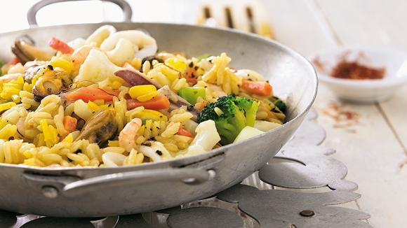 Blitz-Gemüse-Paella mit Safran und Meeresfrüchten