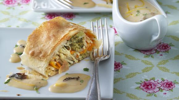 Gemüsestrudel mit Morchelsauce