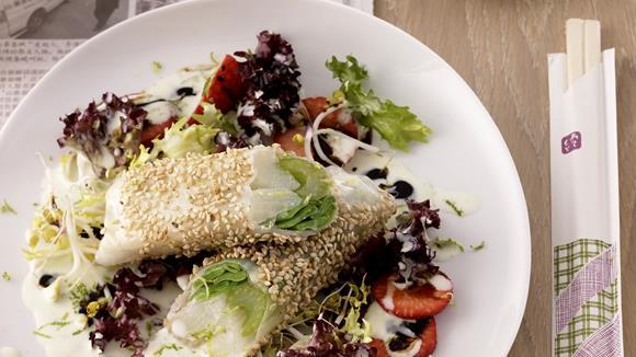 Spargel-Kefen-Sellerie-Sushi auf Salat mit Wasabi Rezept