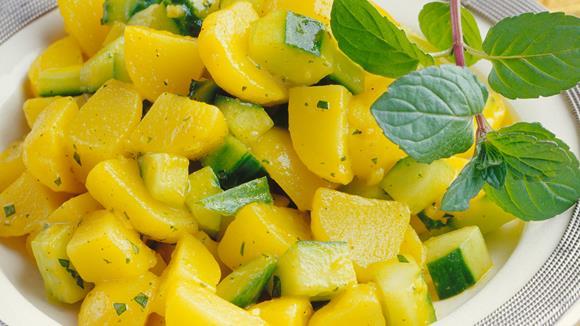 Kartoffelsalat mit Gurke und Minze (Aloo Podina Chat) Rezept