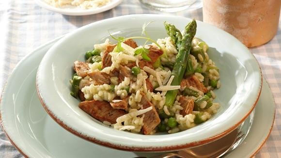 Spargel-Risotto mit Kalbfleisch und Erbsen