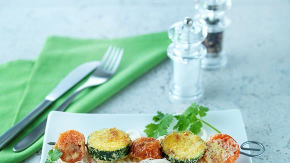 Gemüse-Kokos-Spiessli auf Glasnudelsalat
