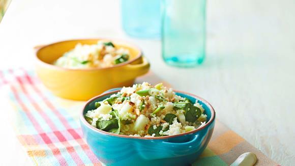 Kohlrabi-Couscous mit Spinat und Cashewnüssen