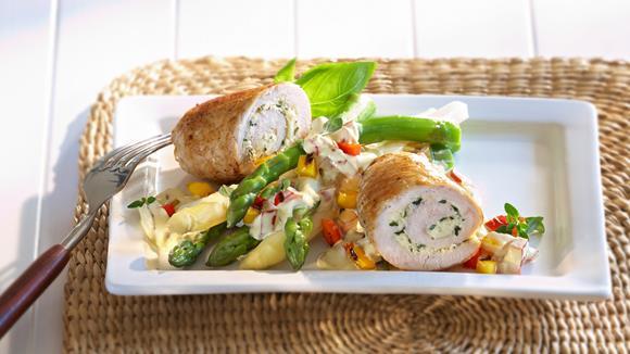 Spargel auf Grillpaprika-Hollandaise mit Pouletrouladen