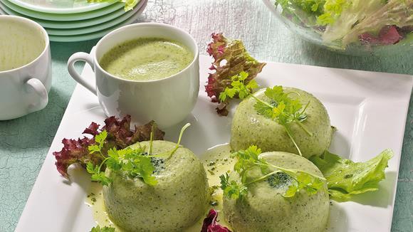 Broccoli-Quark-Mousse auf Blattsalat