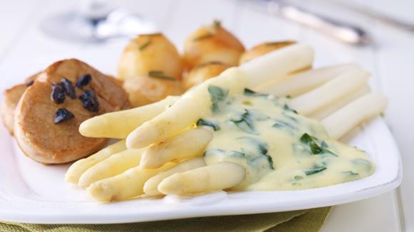 Asparagus with veal steak, rosemary potatoes and wild garlic hollandaise recipe