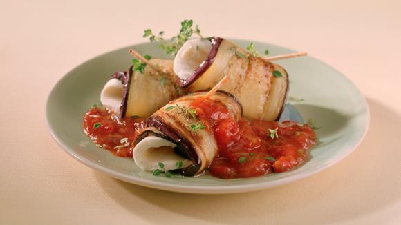 Auberginen-Mozzarella-Röllchen
