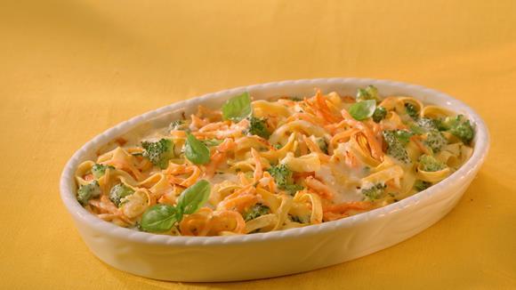 Broccoli-Rüebli-Pasta mit Basilikum-Käse-Sauce