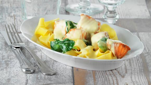 Pasta mit Lachs und frischem Spinat