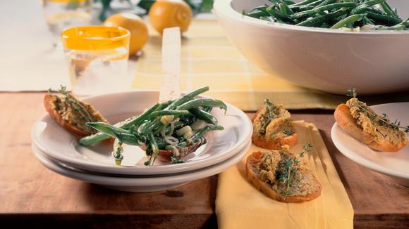 Crostini mit grüner Olivenpaste