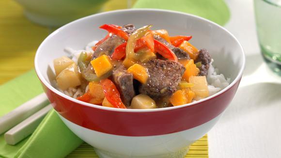 Rindfleisch süss-sauer mit Kürbis, Birne und Peperoni
