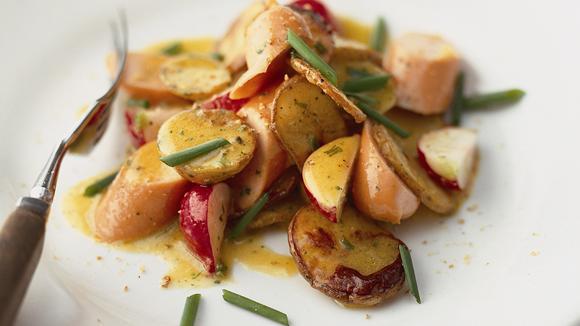 Salat von Grillkartoffeln mit Wienerli und Radieschen