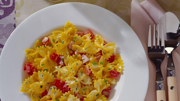 Farfalle mit Tomaten-Schinken-Sauce