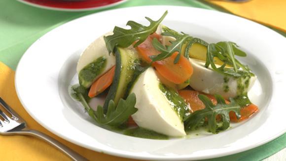 Gemüsesalat mit Mozzarella