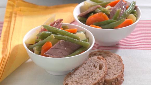 Lauwarmer Gemüsesalat mit Siedfleisch