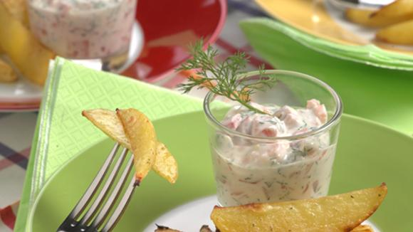 Country Fries mit Peperoni-Lachs-Dip