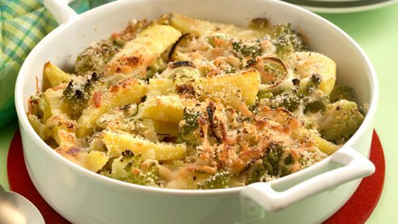Gemüse-Gratin mit Käse-Rosmarin-Kruste