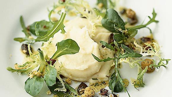Kartoffelstock mit Mischsalat und Kräutervinaigrette